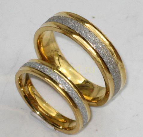 Стильное позолоченное обручальное кольцо с циркониевой крошкой